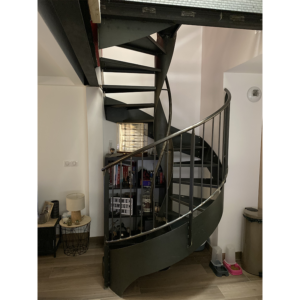 Escalier métal hélicoïdal marches en acier