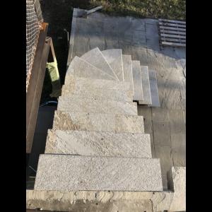 Escalier métal quart tournant marche en pierre