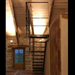 Escalier métal suspendu